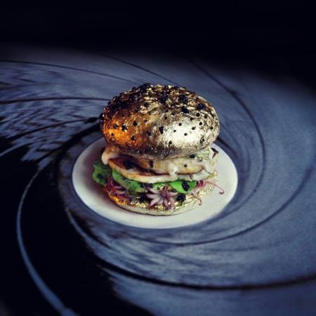 Burger - My name is Bun, James Bun